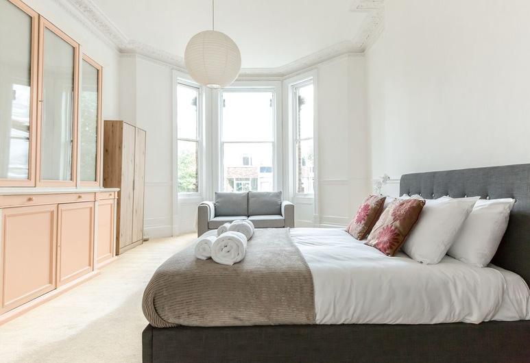 Spacious 1BR Period Apartment Hampstead, London