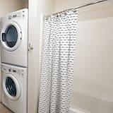 Máquina de lavar/secar no quarto