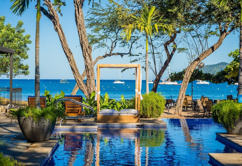 Jet Luxury at Langosta BeachResortVillas, Tamarindo, Medenceparti bár