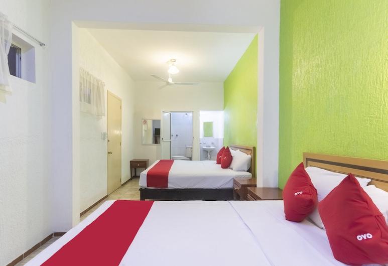 OYO Hotel Avis, León, Standaard vierpersoonskamer, Kamer