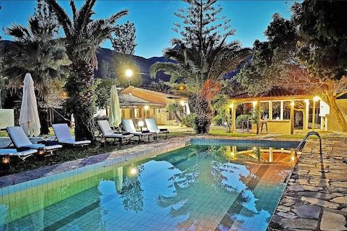 蓋爾之家游泳池飯店/