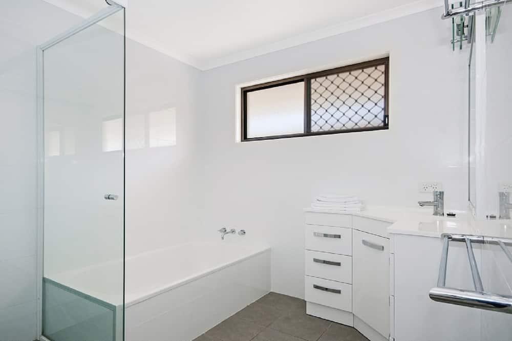Duplex, 3 Bedrooms - Bathroom
