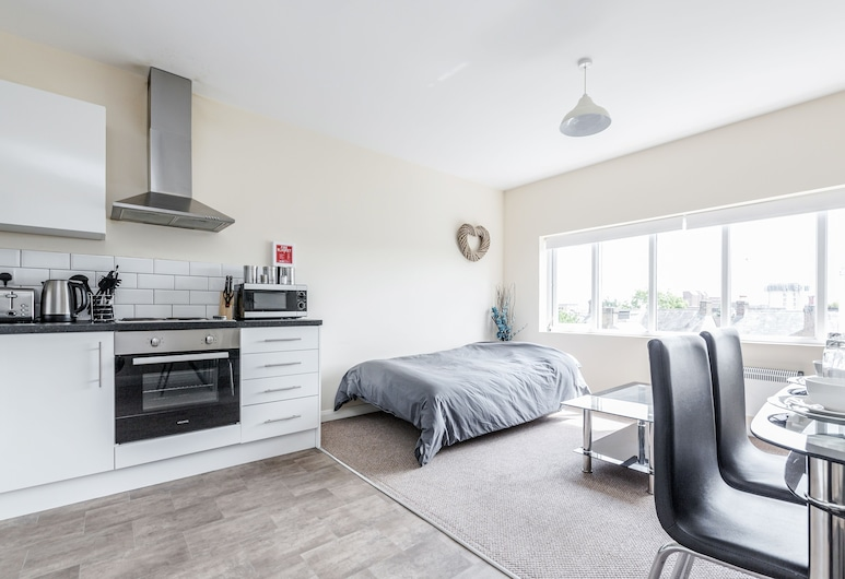 Home to Home Watford Apartment, Watford, Apartment, 2 Bedrooms, 2 Bathrooms, Living Area