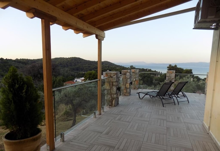 Kolios Hillside Villa, סקיאתוס