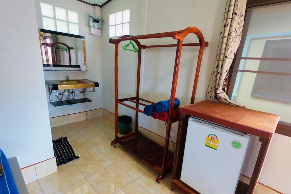 Eenvoudige vierpersoonskamer, terras - Minikoelkast