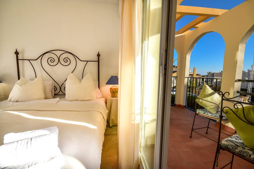 Beautiful Townhouse Walking Distance to the Beach  in Costabella