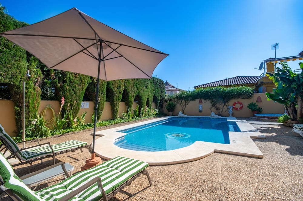Charming Andalusian Style Villa only 100m