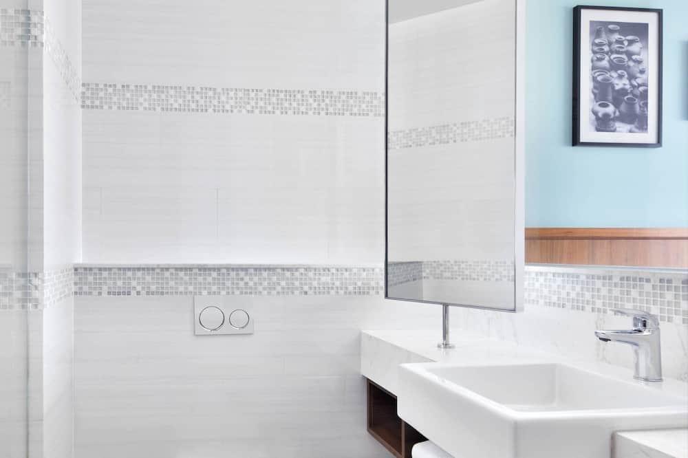 Room, 2 Twin Beds, Non Smoking - Bathroom