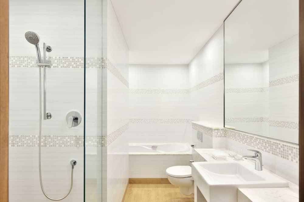 Suite, 1 Queen Bed, Non Smoking - Bathroom