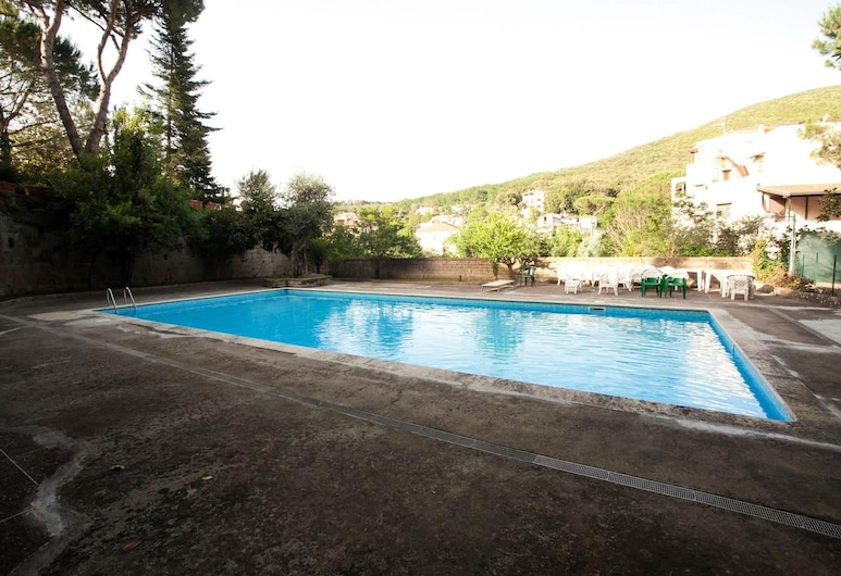 Studio in Caserta, With Pool Access, Enclosed Garden and Wifi - 25 km From the Beach, Caserta, Bazén