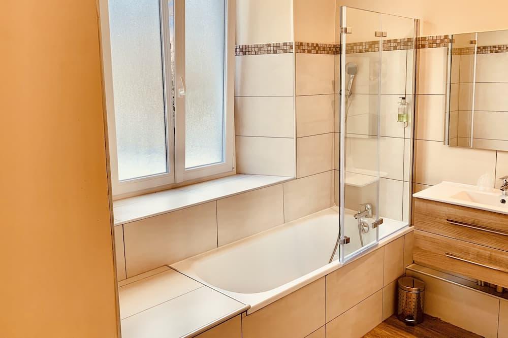 Dört Kişilik Oda, Küvet - Banyo