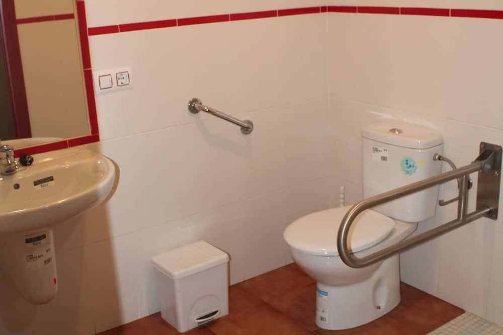 مكان نوم اقتصادي مشترك - مكان نوم مختلط - بحمام مشترك (1 Bed in 6-Bed Mix Dormitory) - الدش داخل الحمام