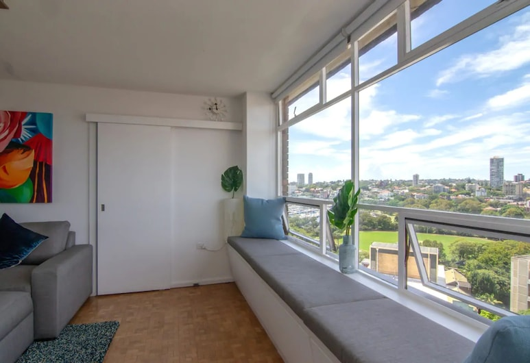Bright Studio With Amazing City Views, Elizabeth Bay, Wohnbereich