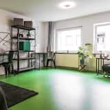 Čtyřlůžkový pokoj typu Economy, společná koupelna - Obývací prostor