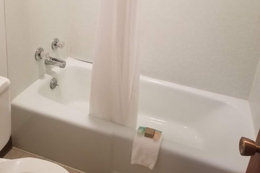 Comfort Studio, 1 King Bed - Bathroom