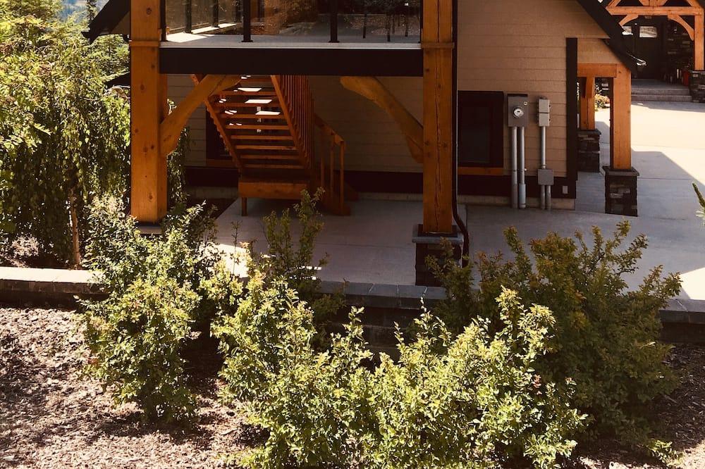 Selkirk Mountain View Master Suite - Sokak Manzarası