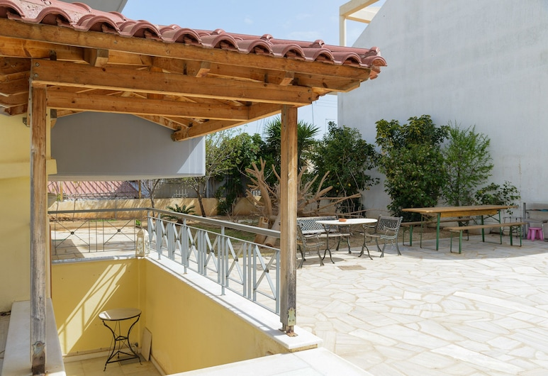 Comfy Vacation flat 300 m. from beach, Spata-Artemida, Terrace/Patio