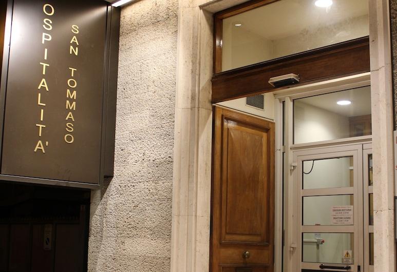 聖托馬斯阿基諾款待飯店, 波隆那, 飯店入口