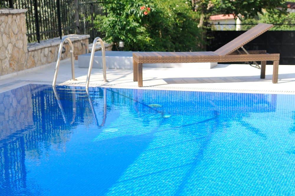 Villa, 3 hálószobával, privát medence - Saját medence