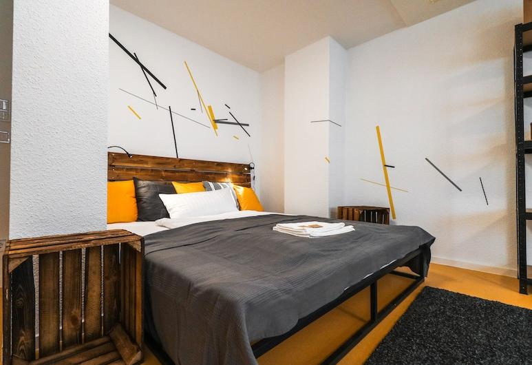 Nice and clean hostel room for 3 2C, Mannheim, Design dubbelrum - delat badrum, Gästrum