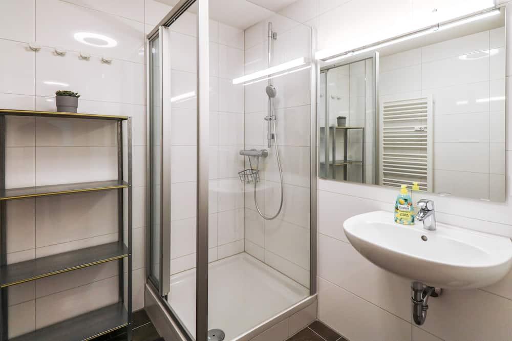 Dizaina četrvietīgs numurs, koplietojuma vannasistaba - Vannasistaba