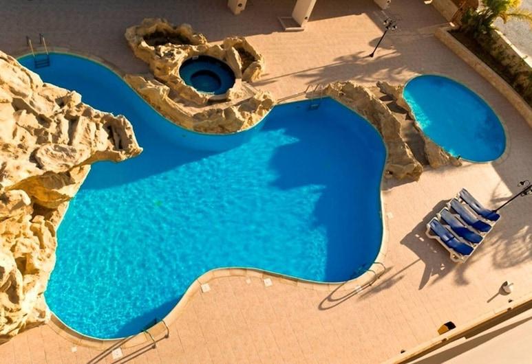 2 bed Apartment Overlooking Pool - Oroklini, Oroklini, Dzīvokļnumurs, vairākas gultas, Baseins