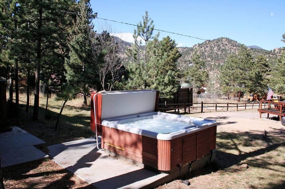 Cabane, plusieurs lits, bain à remous, vue montagne - Bain à remous extérieur