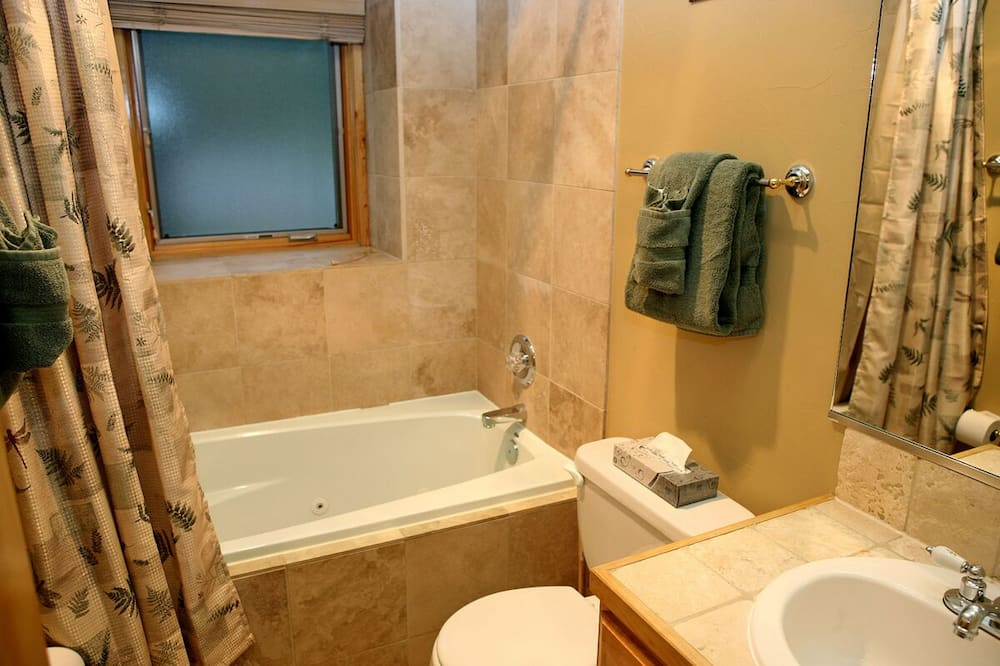 Soukromý byt, více lůžek, kuchyně, výhled na řeku - Koupelna