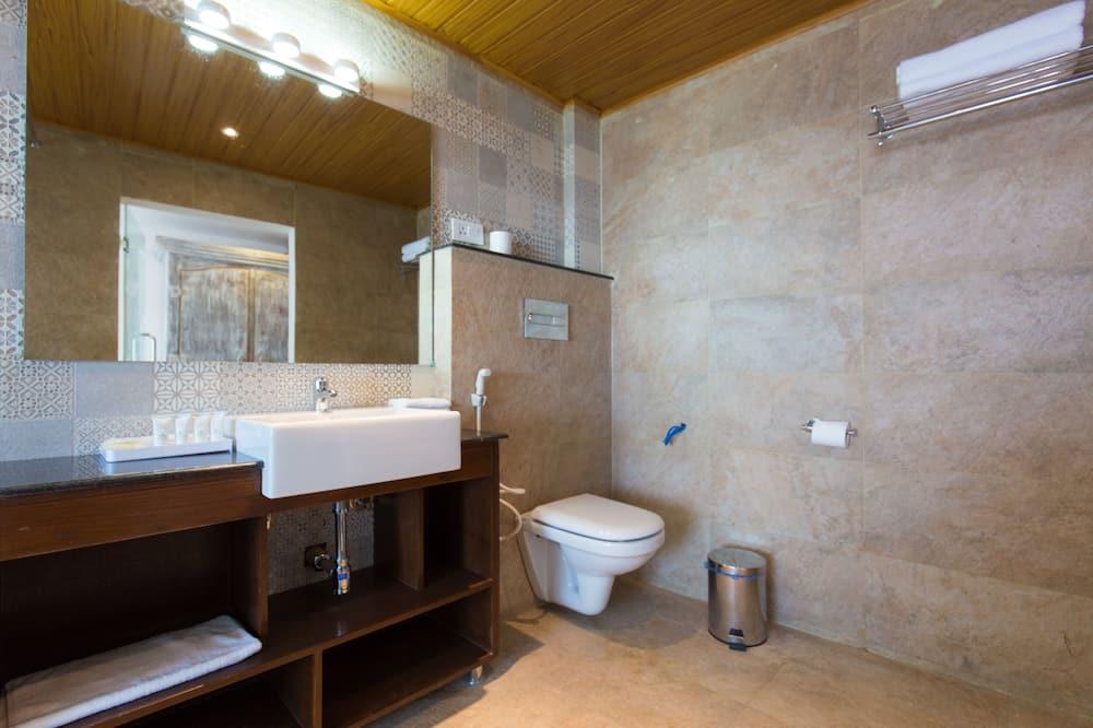 Premium Double or Twin Room - Bathroom
