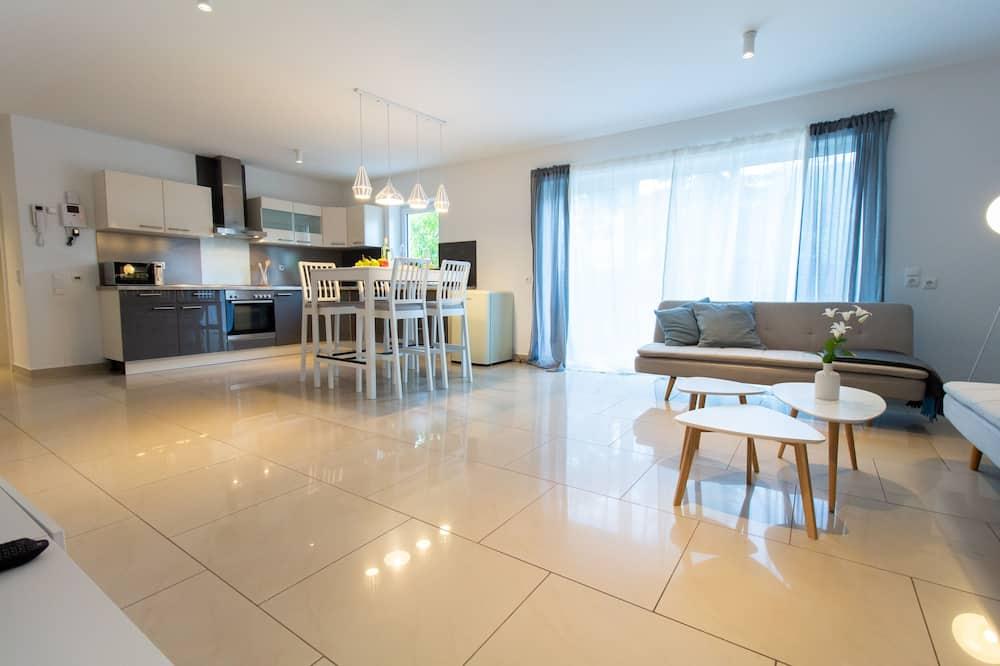 Dzīvokļnumurs, divas guļamistabas, kamīns - Dzīvojamā zona
