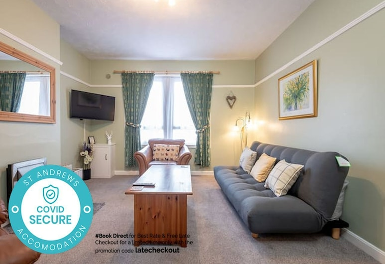 Homely Central 2 Bed Flat with Parking, St. Andrews