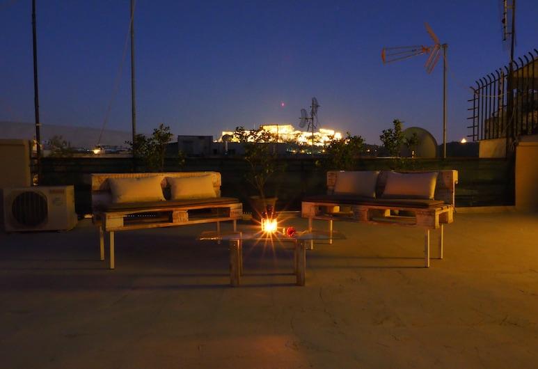 Psirri Artistic Rooftop Apartment with Acropolis View, Ateena