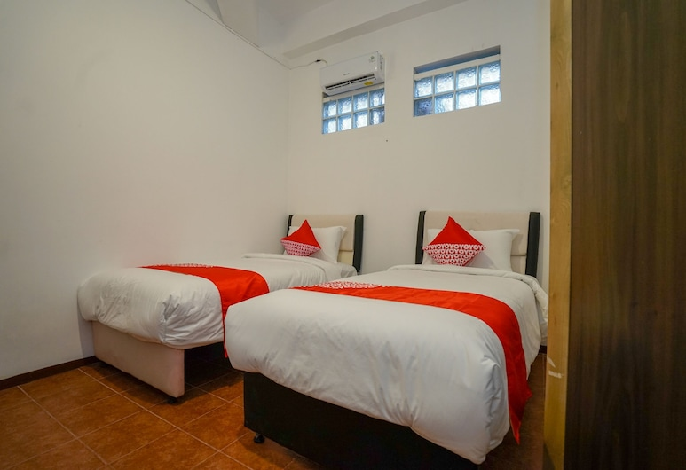 OYO 1844 Bravo Residence, Pangkalpinang, Standard Twin Room, Guest Room