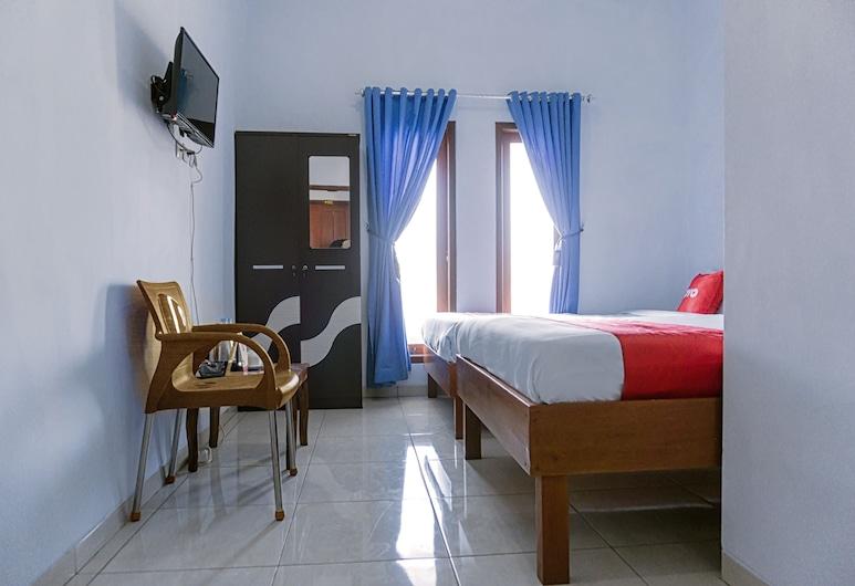 OYO 1565 Hotel Homiko, Pacitan, Standard Twin Room, Guest Room
