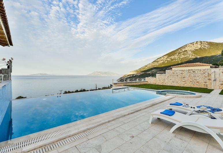 Villa with Striking views over the infinity Pool , Epidaurus