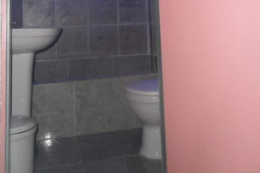 Kamar Triple - Shower Kamar Mandi