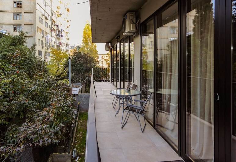 Three Bedroom apartment near Vake Park, Tbilisi, Apartamento, 3 Quartos, Varanda