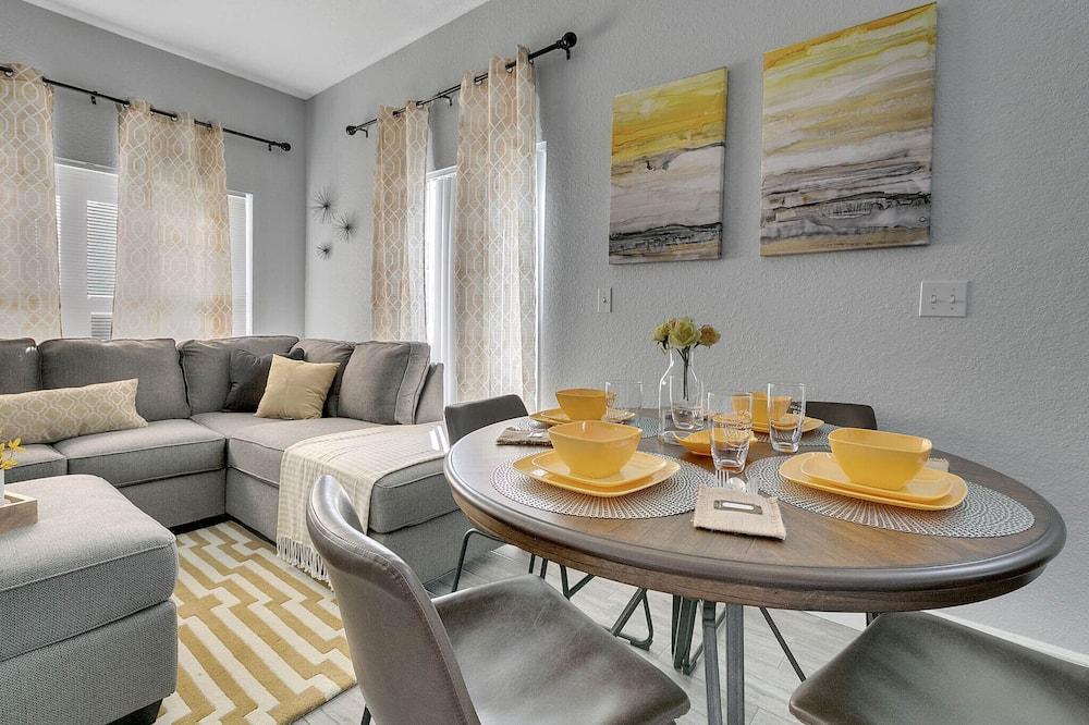 Luxury Villa, 4 Bedrooms, Pool Access - In-Room Dining