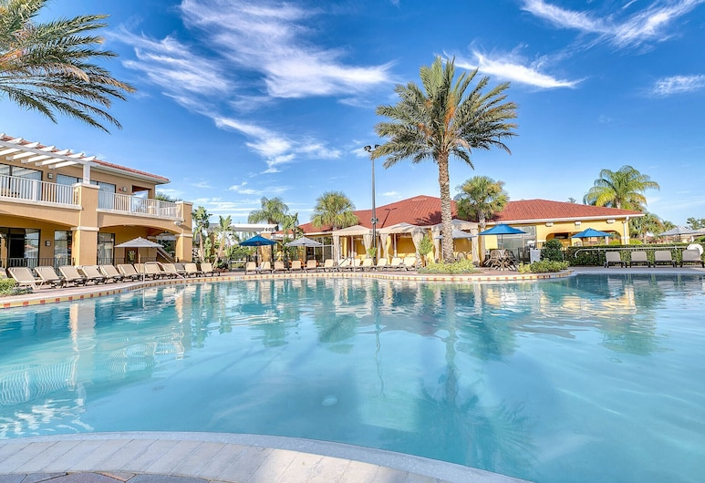 Free Waterpark. 10 min to Disney - luxury townhome, Kissimmee, Útilaug
