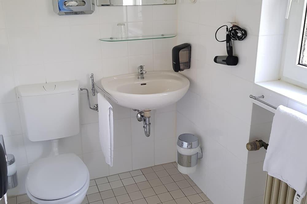 Kamar Single Standar, kamar mandi pribadi, pemandangan halaman - Kamar mandi