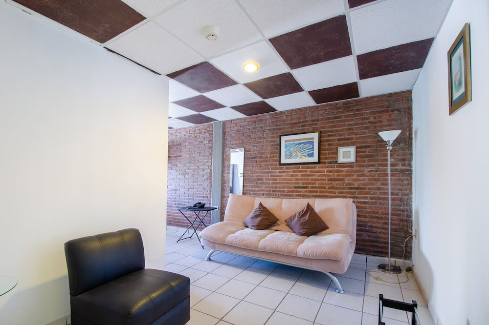 Deluxe Twin Room, 2 Twin Beds - Living Room