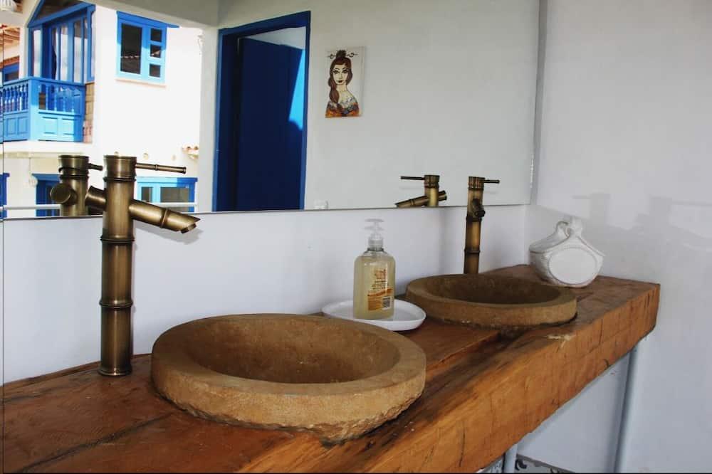 Standard Cabin, 2 Bedrooms - Bilik mandi