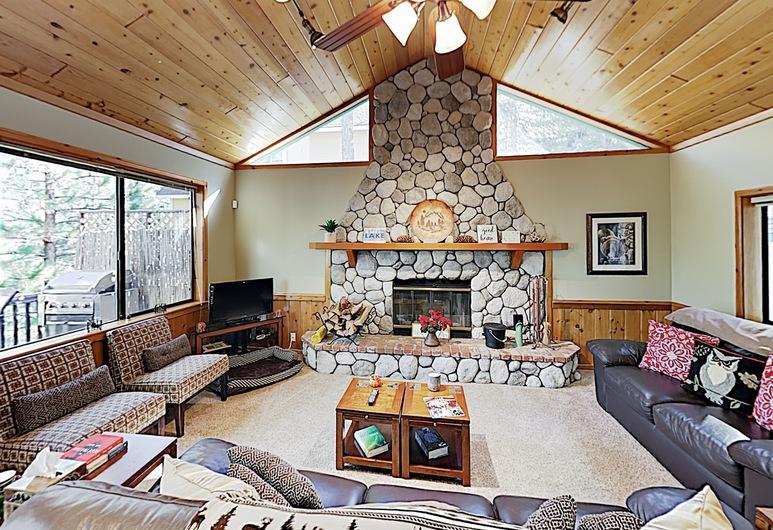 New Listing! Wooded , Decks & Sledding Hill 4 Bedroom Home, Danau Arrowhead, Rumah, 4 kamar tidur, Ruang Keluarga