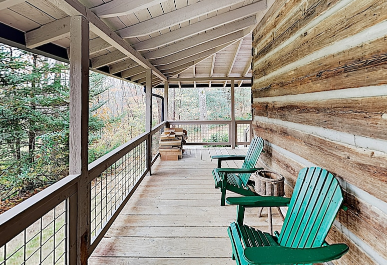 New Listing! Updated W/ Hot Tub On 2 Acres 1 Bedroom Cabin, Fletcher, Namiņš, viena guļamistaba, Balkons