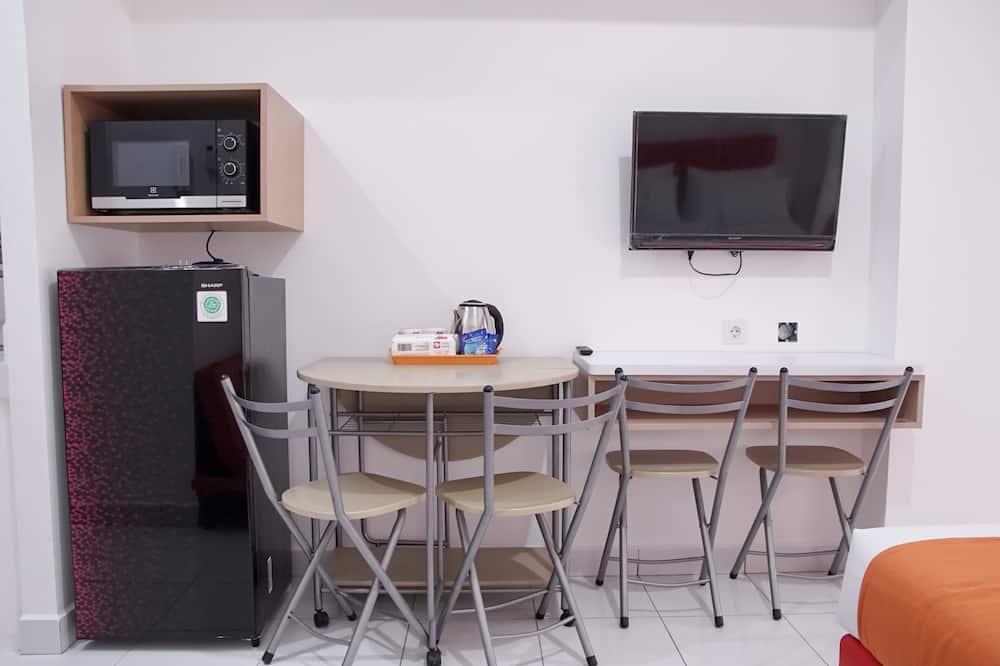 شقة - غرفة نوم واحدة - تناول الطعام داخل الغرفة