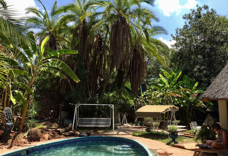 It's a Small World Backpackers Lodge - Hostel, Harare, Outdoor Pool