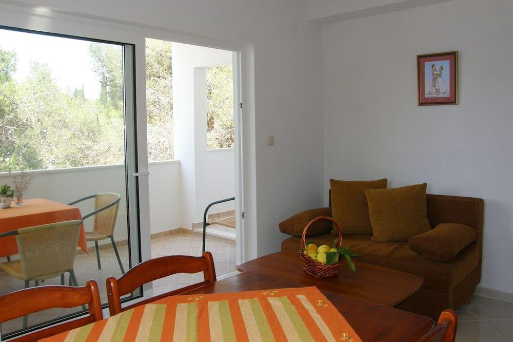 Deluxe Apartment, 2 Bedrooms, Balcony, Sea View - Living Area