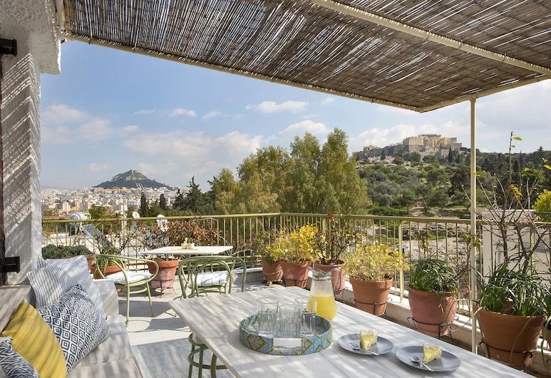 Amazing Two Storey Apartment - Thissio, Athens, Teres/Laman Dalam