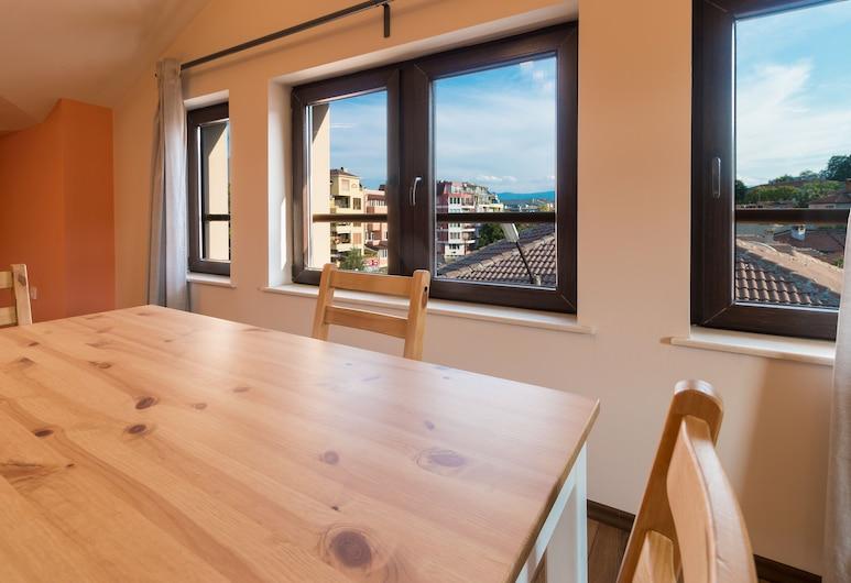 FM Premium 2-BDR Apartment - Spacious Loft, Plovdiv, Apartamento, Vista Cidade, Refeições no Quarto