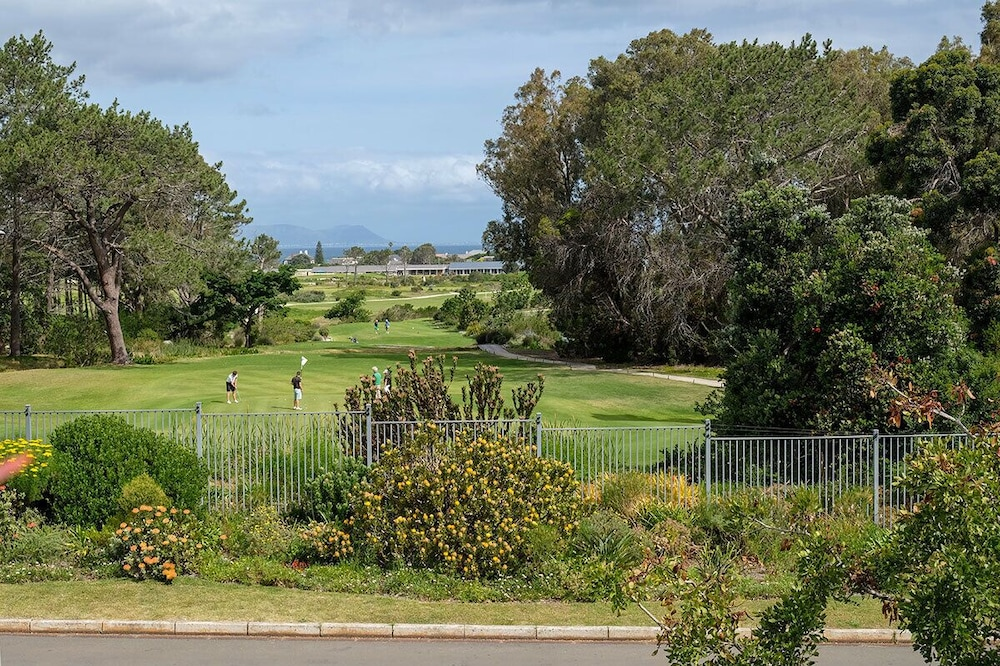 Výhled na golfové hřiště